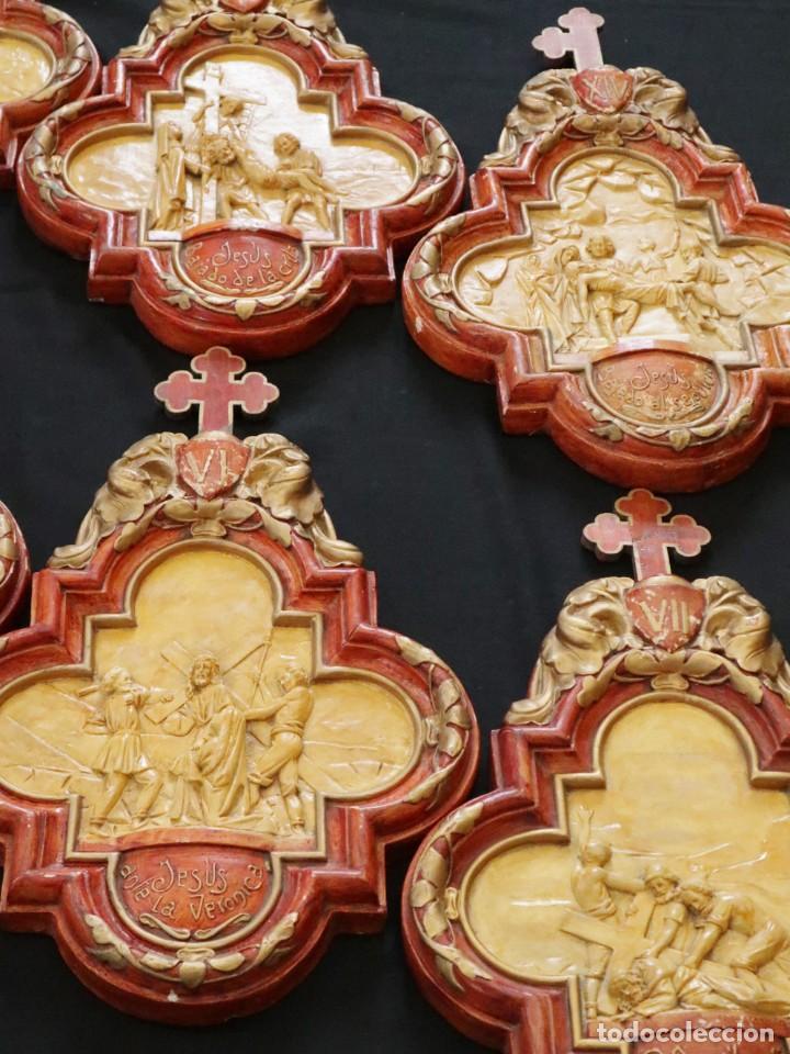 IMPORTANTE VIACRUCIS ELABORADO EN ESTUCO POLICROMADO. HACIA 1900. CADA ESTACIÓN MIDE 50 X 32 CM. (Arte - Arte Religioso - Escultura)