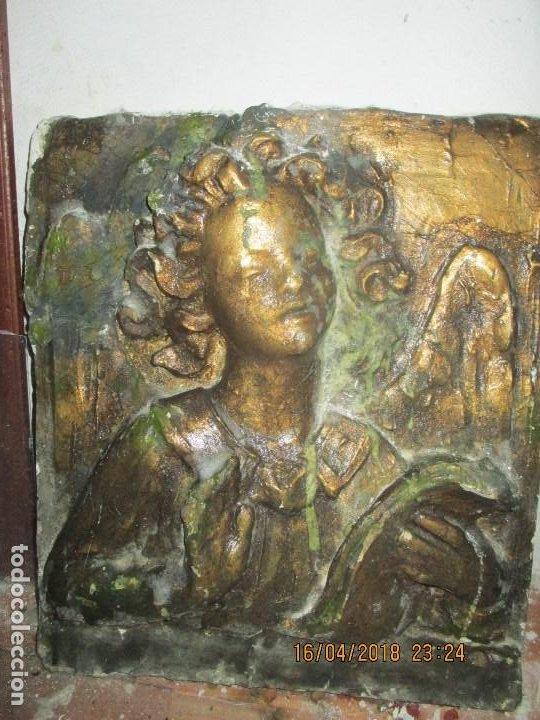Arte: RETABLO RELIGIOSO DE ESTUCO DE YESO O ESCAYOLA ANGEL MUY PESADO CON MADERA EN REVERSO - Foto 3 - 144594262