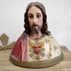Arte: DELICADO SAGRADO CORAZÓN DE JESUS, CON OJOS DE CRISTAL, 27CM DE ALTURA (SIN CONTAR CORONA). Lote 229322985