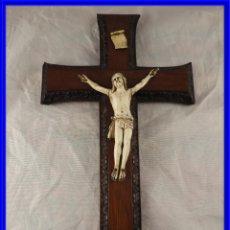 Arte: CRISTO TALLA DE MARFIL CON CRUZ DE MADERA S. XIX. Lote 231978525