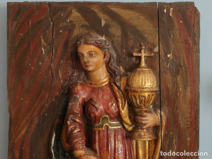 Arte: Santa Clara. Relieve de madera policromada. Retablo del siglo XVII. Mide 81 x 67 cm. - Foto 3 - 235186290