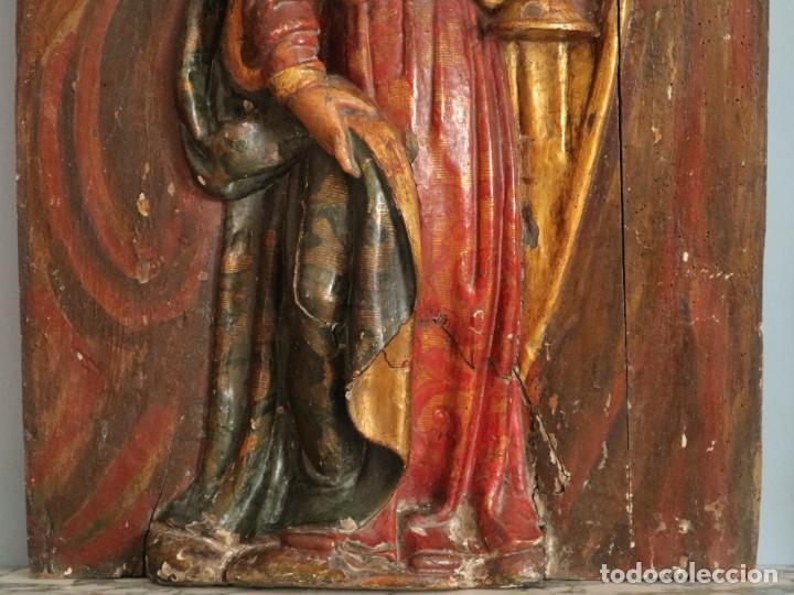 Arte: Santa Clara. Relieve de madera policromada. Retablo del siglo XVII. Mide 81 x 67 cm. - Foto 5 - 235186290