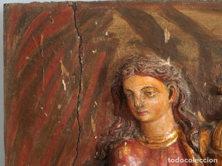 Arte: Santa Clara. Relieve de madera policromada. Retablo del siglo XVII. Mide 81 x 67 cm. - Foto 6 - 235186290