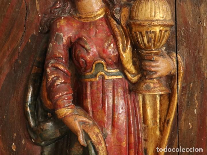 Arte: Santa Clara. Relieve de madera policromada. Retablo del siglo XVII. Mide 81 x 67 cm. - Foto 16 - 235186290