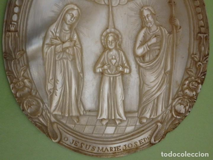 Arte: Concha de nácar tallada. Bajorrelieve representando a la Sagrada Familia. Pps. S. XX. Med:10 x 7,5 - Foto 3 - 235188165