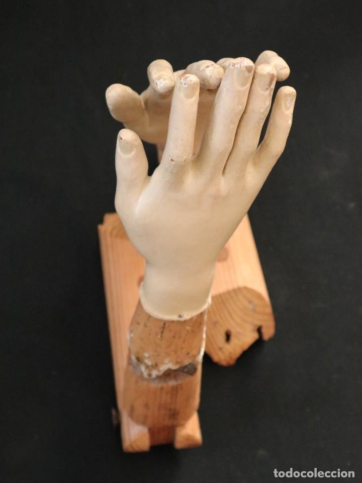 BRAZOS Y MANOS DE TAMAÑO NATURAL PARA IMAGEN VESTIDERA O CAP I POTA. SIGLO XVIII. (Arte - Arte Religioso - Escultura)