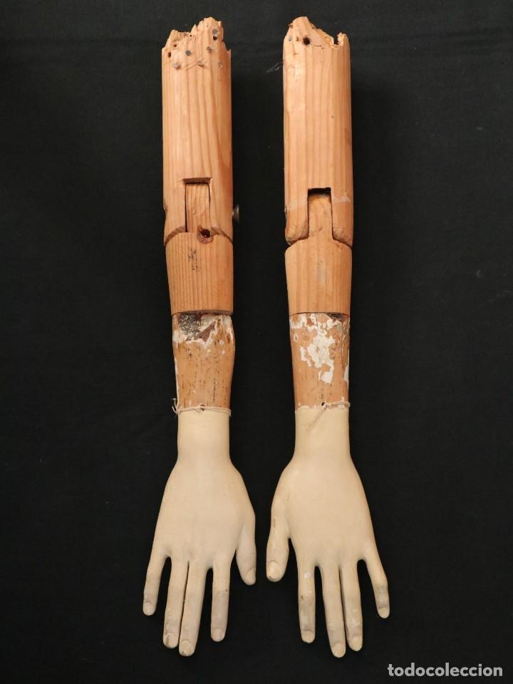 Arte: Brazos y manos de tamaño natural para imagen vestidera o cap i pota. Siglo XVIII. - Foto 2 - 235361650