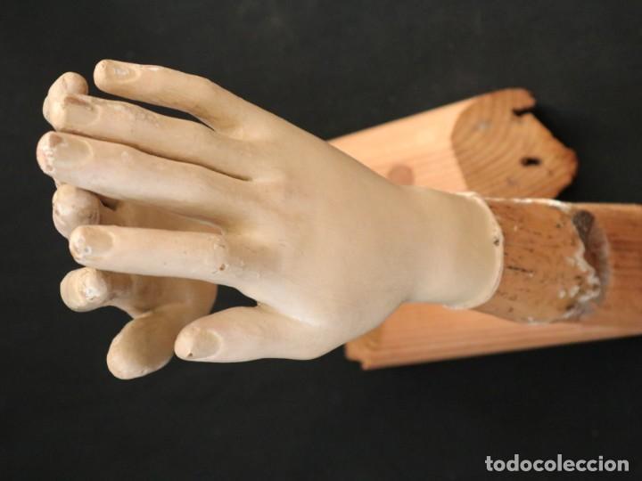 Arte: Brazos y manos de tamaño natural para imagen vestidera o cap i pota. Siglo XVIII. - Foto 27 - 235361650