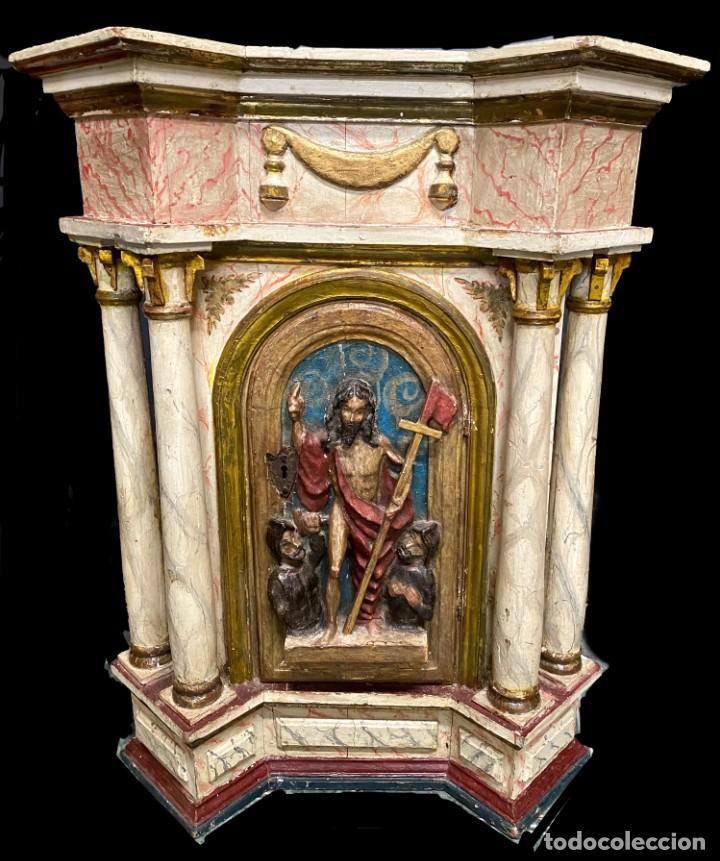 ANTIGUO SAGRARIO DE NOGAL POLICROMADO, ORO FINO. SIGLO XVI. CRISTO RESUCITADO, SAN PEDRO Y SAN PABLO (Arte - Arte Religioso - Escultura)