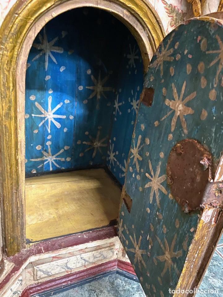 Arte: Antiguo sagrario de nogal policromado, oro fino. Siglo XVI. Cristo resucitado, San Pedro y San Pablo - Foto 6 - 235492930