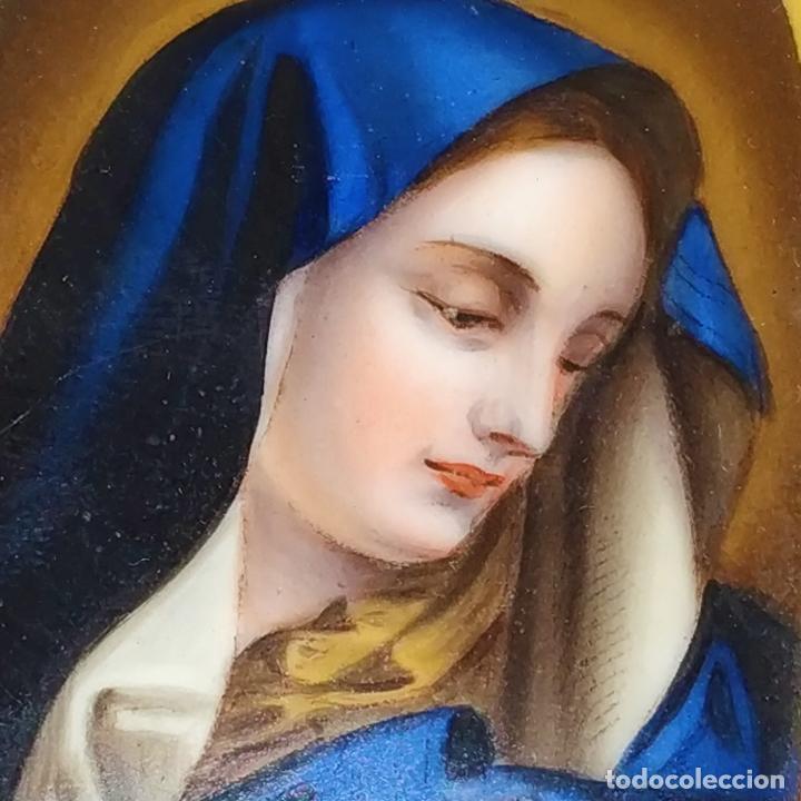 VIRGEN MARIA. ESMALTE SOBRE METAL. SÍMIL HUESO TALLADO. FRANCIA. SIGLO XIX (Arte - Arte Religioso - Pintura Religiosa - Otros)
