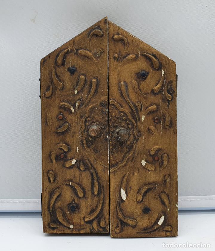 Arte: Precioso tríptico antiguo de estilo renacentista en madera con acabado en estuco . - Foto 2 - 238309120