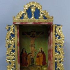 Arte: ALTAR PORTÁTIL EN MADERA TALLADA DORADA Y POLICROMADA ÓLEO REPRESENTANDO LA CRUCIFIXIÓN SIGLO XVIII. Lote 239398380