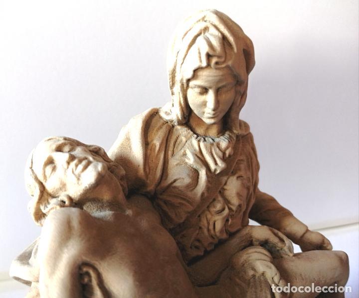 Arte: LA PIEDAD * FIGURA ESCULTURA RELIGIOSA TALLA PASTA DE MADERA * Medida ---) Altura 17 cms. - Foto 2 - 242132460