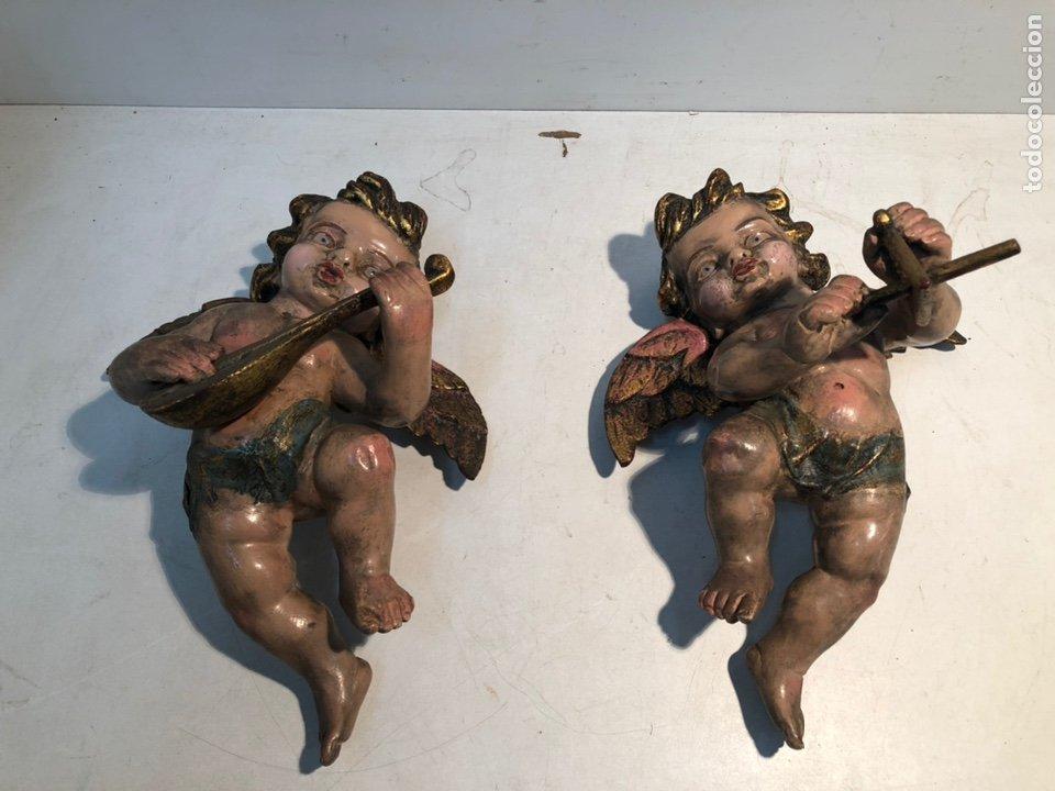 PAREJA DE ANGELES QUERUBINES DE TALLA MADERA POLICROMADA ANTIGUOS. (Arte - Arte Religioso - Escultura)