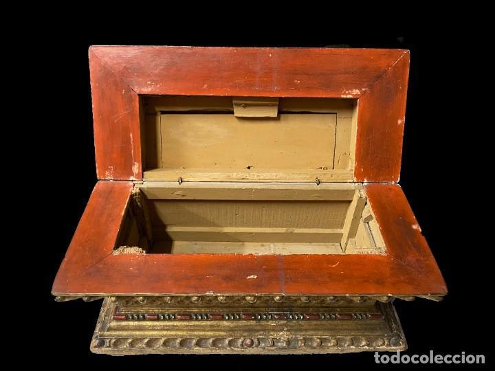 Arte: Antigua arqueta, cobre, baúl, arca, caja dorada al oro fino. Sacristía. Barroca. XVIII. 74x50x32 - Foto 4 - 244859665