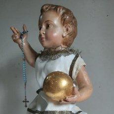 Arte: ANTIGUA TALLA EN MADERA , VESTIDERA , NIÑO JESUS CON EL ORBE , SIGLO XIX -OJOS DE VIDRIO. Lote 245216245