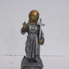 Arte: BONITA FIGURA RELIGIOSA IMAGEN DEL NIÑO SAGRADO CORAZON DE JESUS CON LA CRUZ 19,5 CM ALTURA. Lote 245567610