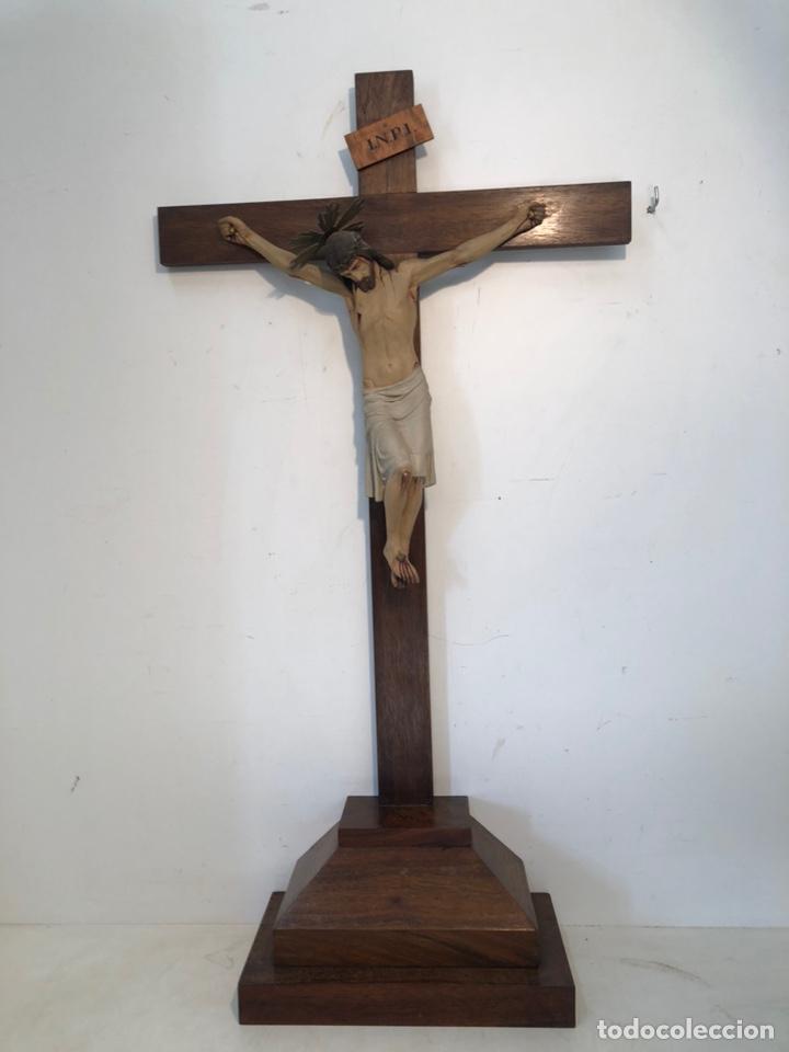 ANTIGUA CRUZ DE ALTAR, CRISTO DE ESTUCO. 80CM. (Arte - Arte Religioso - Escultura)