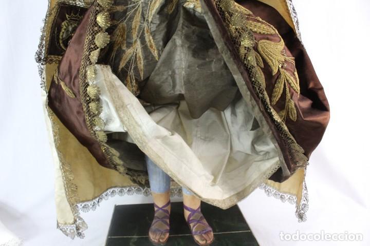 Arte: Gran Virgen del Carmen con niño. Cap pota en madera, ojos cristal, sedas, bordados. ca 1880. 97cm. - Foto 5 - 247953185