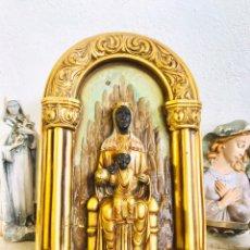 Arte: RETABLO RELIGIOSO VIRGEN CON NIÑO JESÚS DE CASA ROSES IMAGEN RELIGIOSA DE ESCAYOLA CON POLICROMIA. Lote 249072935