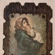 Arte: TABLA TALLADA CON PINTURA DE LA VIRGEN MARIA Y EL NIÑO JESUS 60 X 43 X 1,5. Lote 251591270