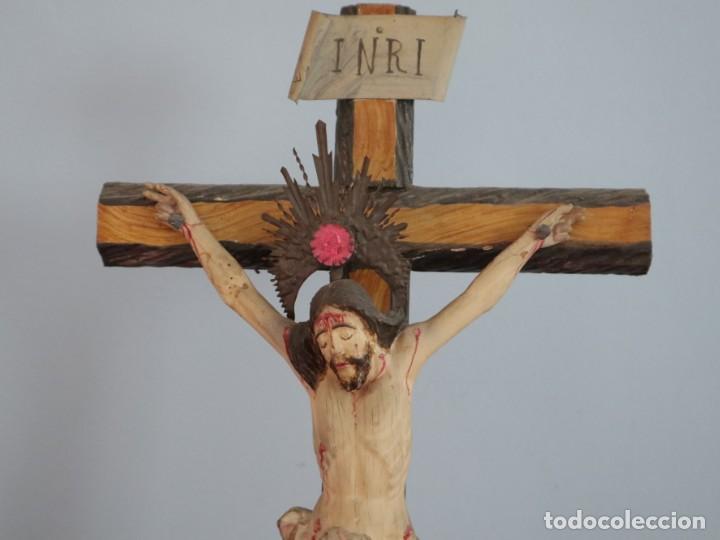 Arte: La Piedad y Cristo Crucificado. Madera tallada revestida con ropas. 72 x 24 cm. S. XIX. - Foto 4 - 176605900