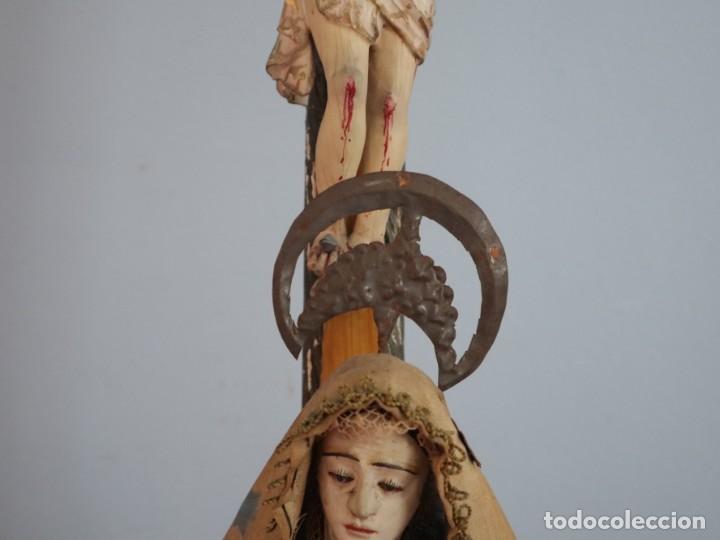 Arte: La Piedad y Cristo Crucificado. Madera tallada revestida con ropas. 72 x 24 cm. S. XIX. - Foto 5 - 176605900