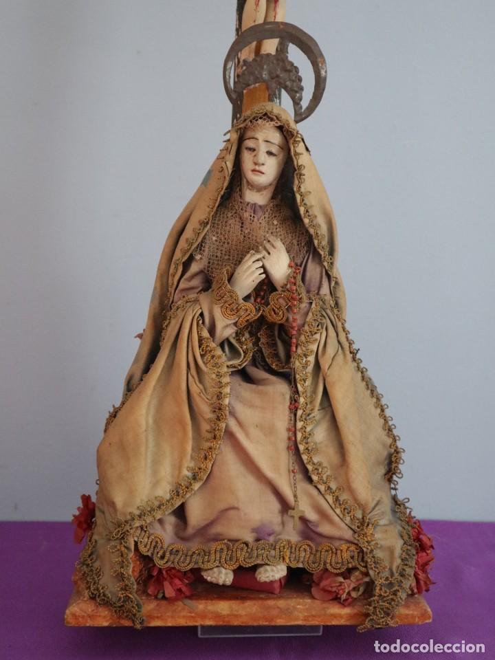 Arte: La Piedad y Cristo Crucificado. Madera tallada revestida con ropas. 72 x 24 cm. S. XIX. - Foto 6 - 176605900