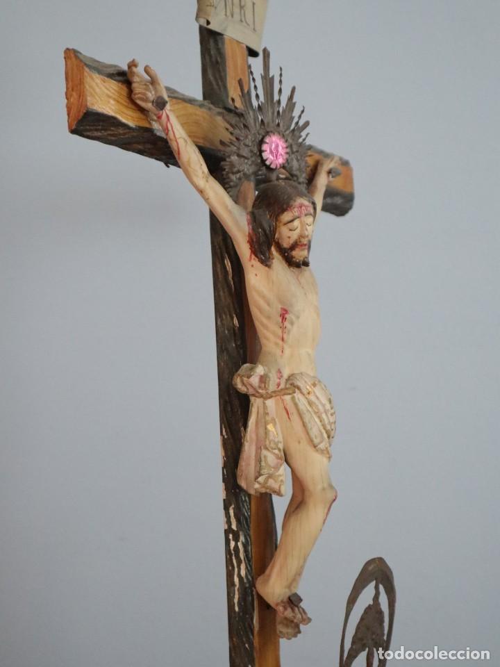 Arte: La Piedad y Cristo Crucificado. Madera tallada revestida con ropas. 72 x 24 cm. S. XIX. - Foto 16 - 176605900
