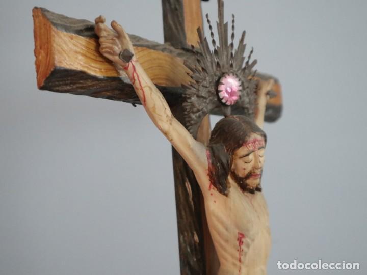 Arte: La Piedad y Cristo Crucificado. Madera tallada revestida con ropas. 72 x 24 cm. S. XIX. - Foto 17 - 176605900
