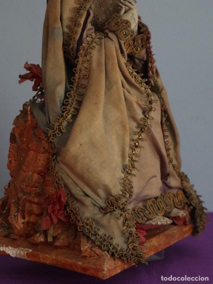 Arte: La Piedad y Cristo Crucificado. Madera tallada revestida con ropas. 72 x 24 cm. S. XIX. - Foto 22 - 176605900