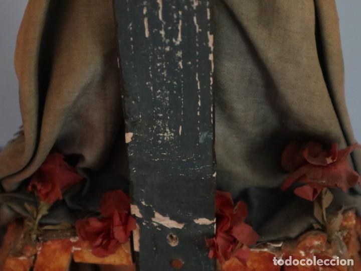 Arte: La Piedad y Cristo Crucificado. Madera tallada revestida con ropas. 72 x 24 cm. S. XIX. - Foto 32 - 176605900