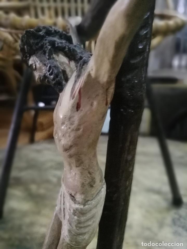 Arte: Cristo crucificado. Madera tallada y policromada. Firmada L. Martín. - Foto 2 - 254477580