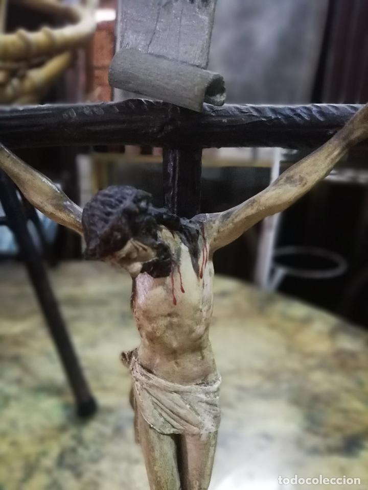 Arte: Cristo crucificado. Madera tallada y policromada. Firmada L. Martín. - Foto 10 - 254477580