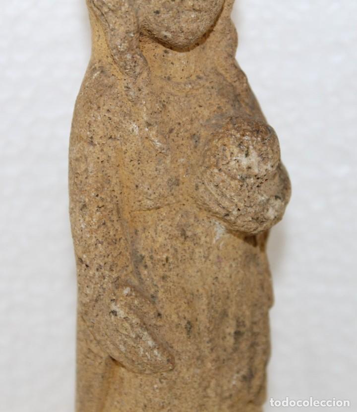 Arte: Antigua escultura en piedra de la Virgen de estilo románico - Foto 4 - 254906620