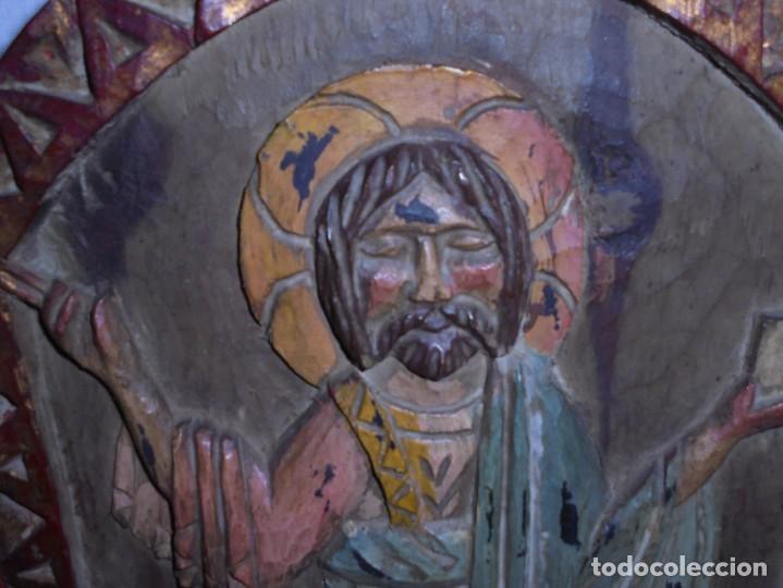 Arte: ANTIGUO TRIPTICO RELIGIOSO EN MADERA TALLADA Y BISAGRAS DE HIERRO - Foto 8 - 255563385