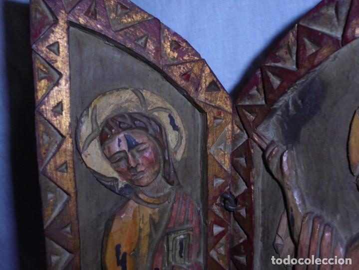 Arte: ANTIGUO TRIPTICO RELIGIOSO EN MADERA TALLADA Y BISAGRAS DE HIERRO - Foto 13 - 255563385