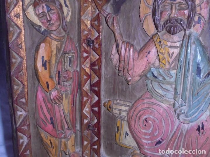 Arte: ANTIGUO TRIPTICO RELIGIOSO EN MADERA TALLADA Y BISAGRAS DE HIERRO - Foto 14 - 255563385