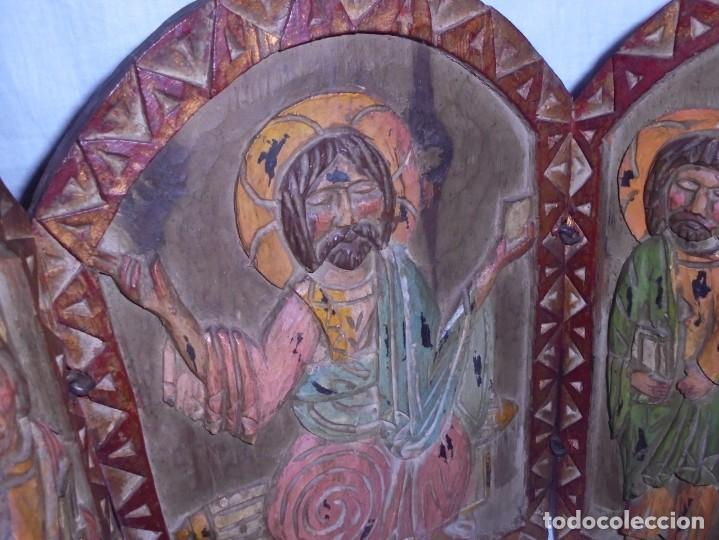 Arte: ANTIGUO TRIPTICO RELIGIOSO EN MADERA TALLADA Y BISAGRAS DE HIERRO - Foto 16 - 255563385