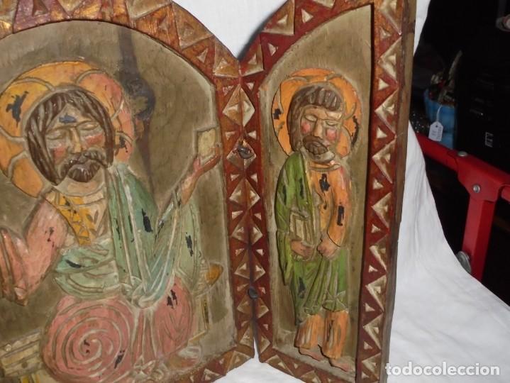 Arte: ANTIGUO TRIPTICO RELIGIOSO EN MADERA TALLADA Y BISAGRAS DE HIERRO - Foto 17 - 255563385