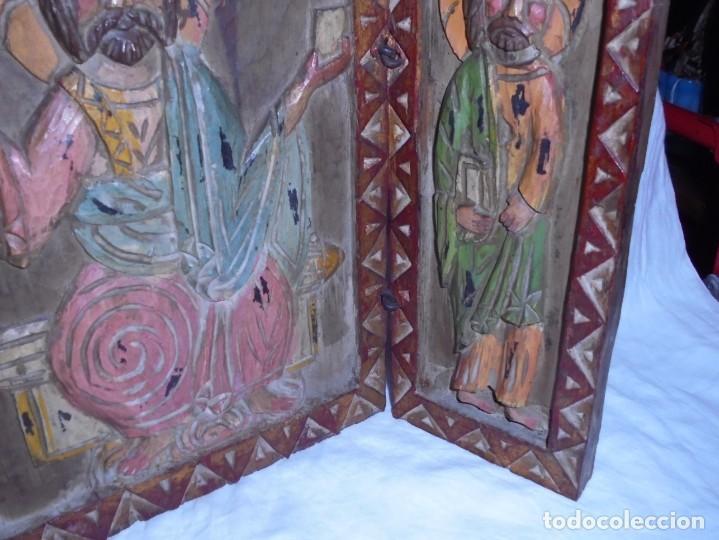 Arte: ANTIGUO TRIPTICO RELIGIOSO EN MADERA TALLADA Y BISAGRAS DE HIERRO - Foto 18 - 255563385