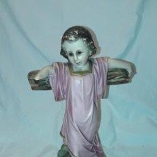 Arte: ANTIGUA FIGURA NIÑO JESÚS CON CRUZ SELLO DE ARTE CRISTIANA OLOT. Lote 257353430