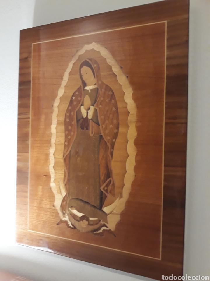 CUADRO ANTIGUO EN MARQUETERÍA DE LA VIRGEN DE GUADALUPE. GRAN DETALLE (Arte - Arte Religioso - Retablos)