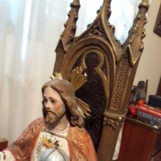 Arte: ESCULTURA DE CORAZON DE JESUS ENTRONIZADO. Lote 258993785