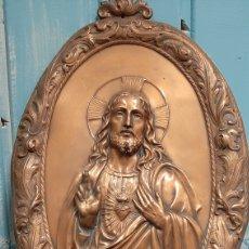 Arte: RETABLO SAGRADO CORAZON DE JESUS DE COBRE EN RELIEVE. Lote 259804155