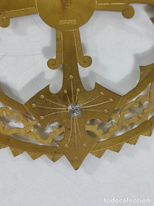 Arte: Preciosa Corona para Virgen, Santo - Latón cincelado - Decoración con Cristal - Diámetro 15 cm - Foto 2 - 260710550