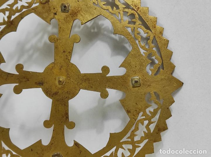 Arte: Preciosa Corona para Virgen, Santo - Latón cincelado - Decoración con Cristal - Diámetro 15 cm - Foto 9 - 260710550