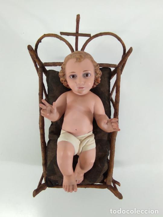 Arte: Niño Jesús con Cuna - Estuco Policromado - Sello Dimosa, Olot - Altura Niño 35 cm - Foto 2 - 260733320