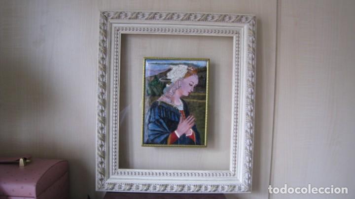 ANTIGUO Y BONITO ESMALTE A FUEGO HECHO A MANO VIRGEN FLAMENCA MARCO 39 X 34 CMTS. PLACA 19 X 14 CMTS (Arte - Arte Religioso - Pintura Religiosa - Otros)